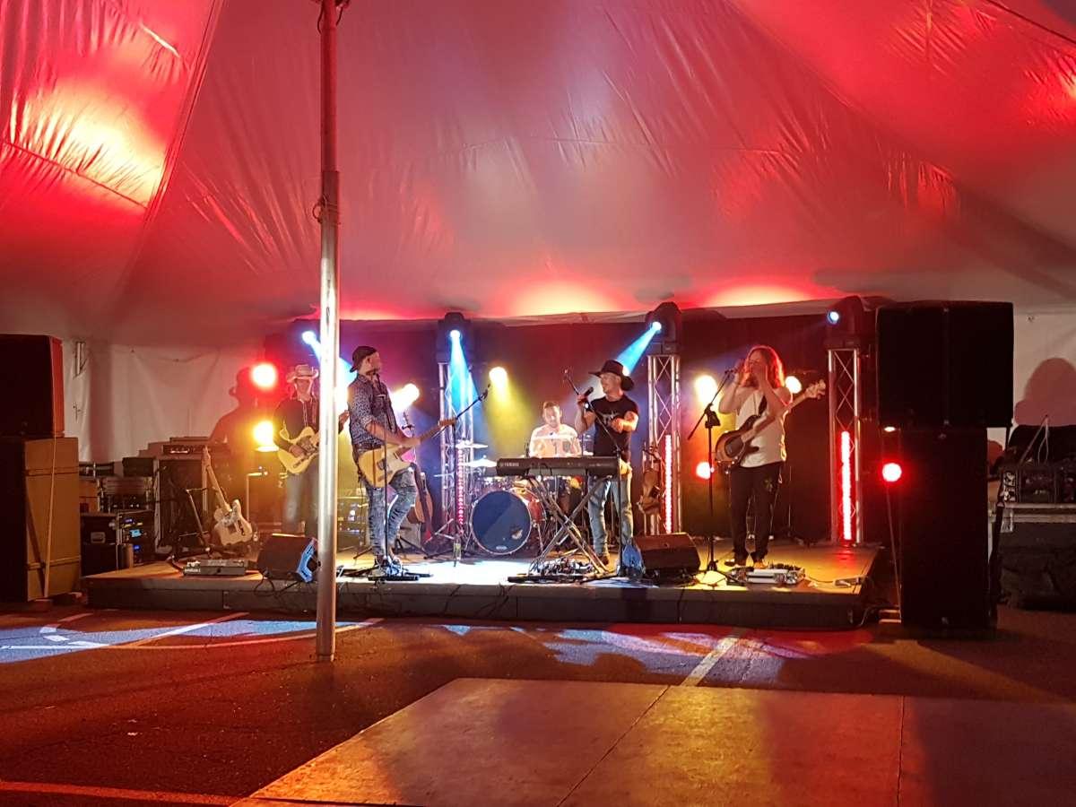 Le groupe de musique country Les Cajuns s'est produit à la municipalité de l'Ange-Gardien. Sonorisation et Éclairage par notre compagnie soeur Acoustix Québec.