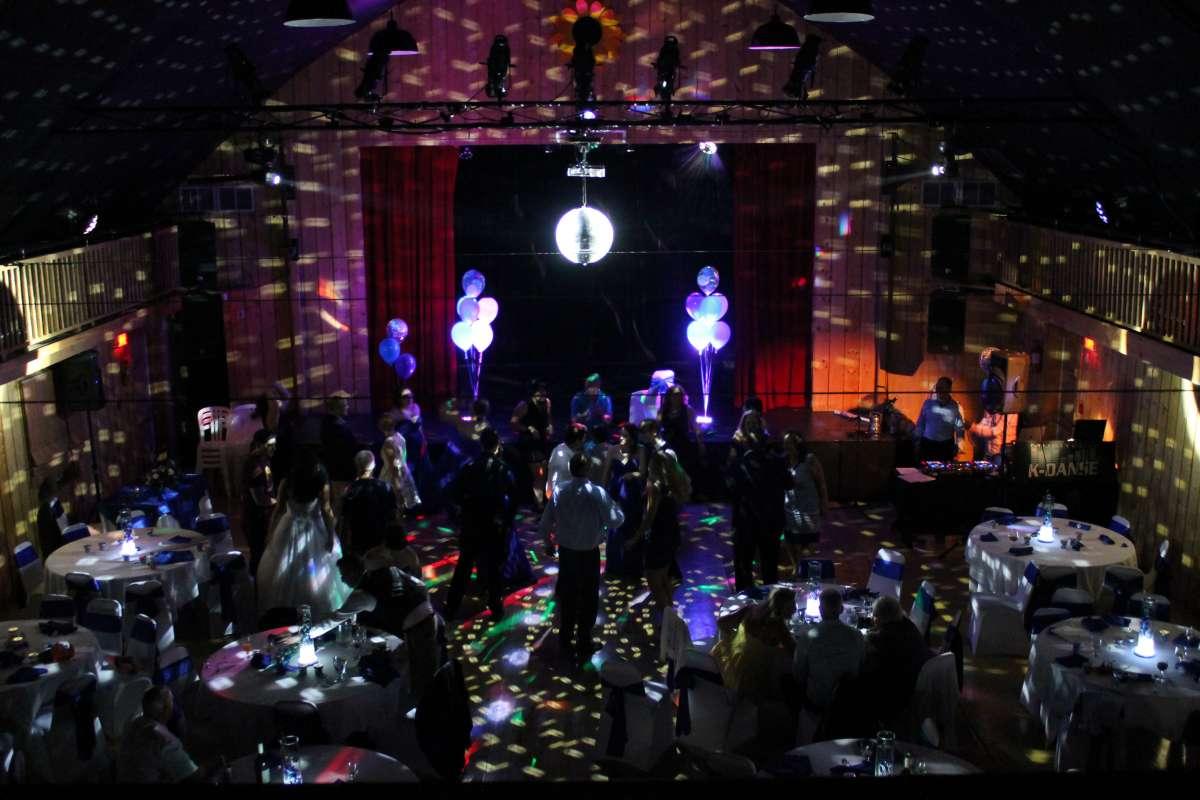 Nos compagnies affiliées, Acoustix Québec et le Théâtre des Tournesols, ont eu le bonheur d'offrir leurs services lors d'un mariage le 4 août 2018. Sonorisation et éclairage par Acoustix Québec pour une ambiance parfaitement réussie. Le Théâtre des Tournesols était le lieu par excellence pour cet événement magique.